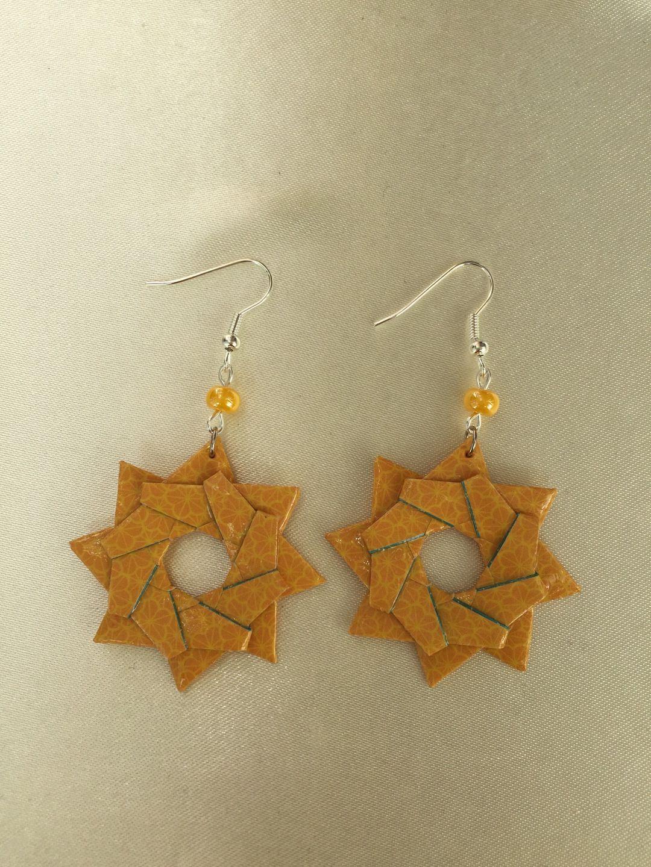 Boucles d'oreilles étoile double en papier origami jaune orangé : Boucles d'oreille par isa-bo