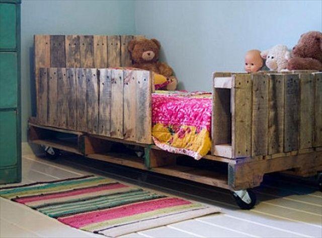diy pallet bed for your child decoraci n pinterest pallet kids pallets and bed plans. Black Bedroom Furniture Sets. Home Design Ideas