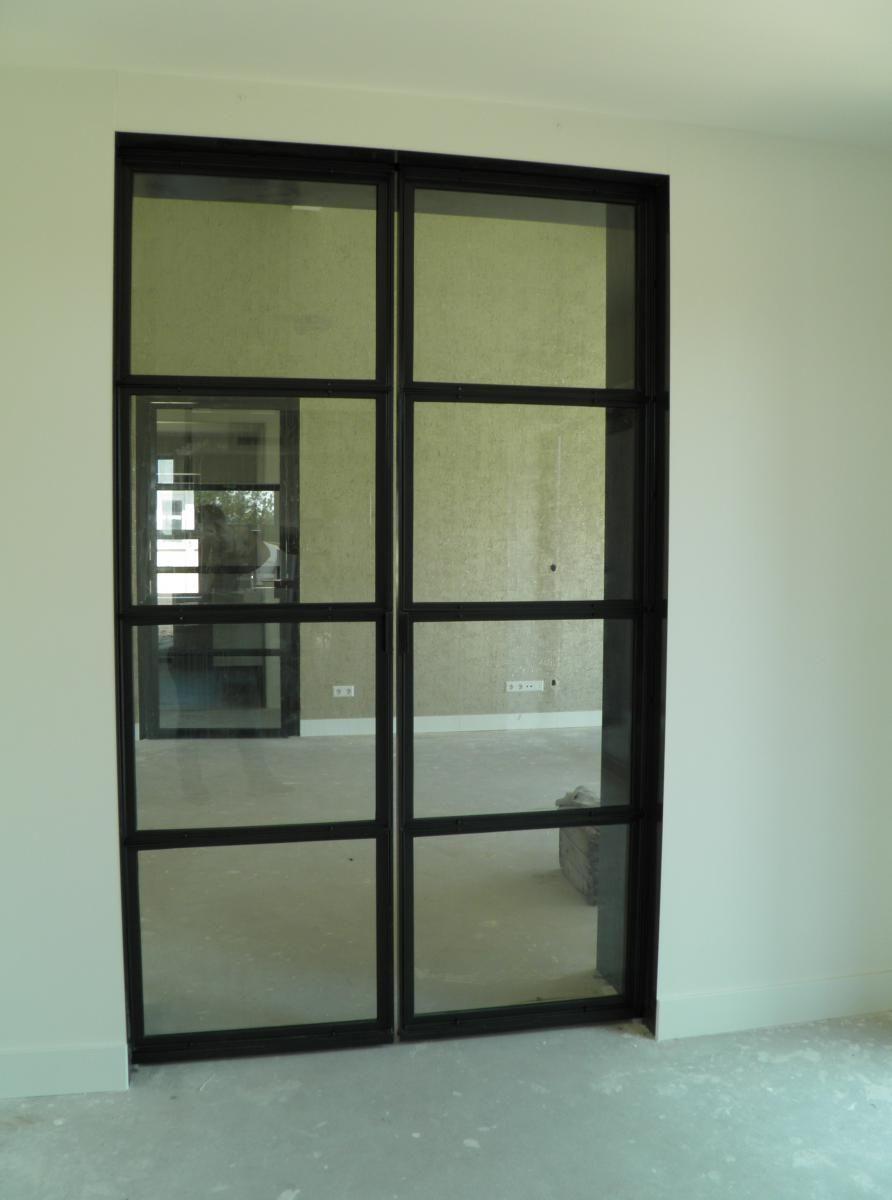 Binnen Schuifdeuren In Glas.Stalen Schuifdeuren Voor Binnen Incl Glas Geheel Op Maat Gemaakt