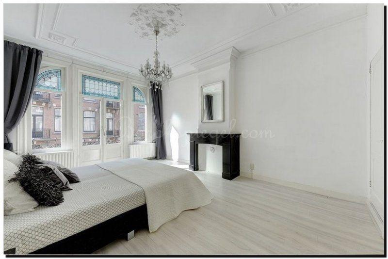 spiegel-zilver-boven-schouw-in-slaapkamer-zwart-wi | Spiegel in ...