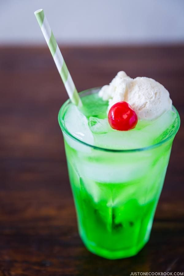 One of my favorite drinks from Japan is Cream Soda, a delicious melon flavored soda drink with a scoop of vanilla ice cream.