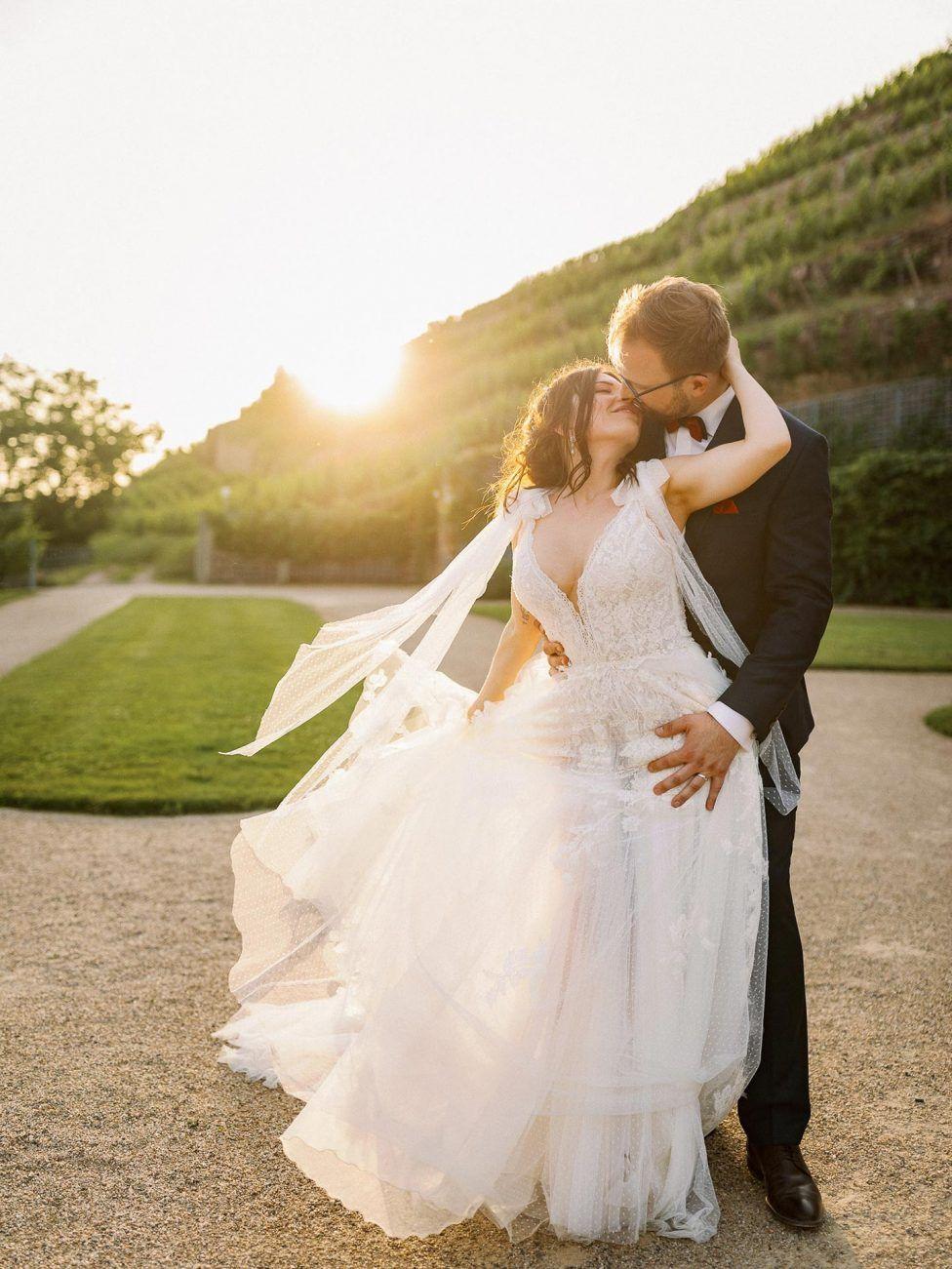 Schloss Wackerbarth Hochzeit Fur Alle Sinne Hochzeitswahn Sei Inspiriert In 2020 Hochzeitskleid Spitze Kleid Hochzeit Hochzeit