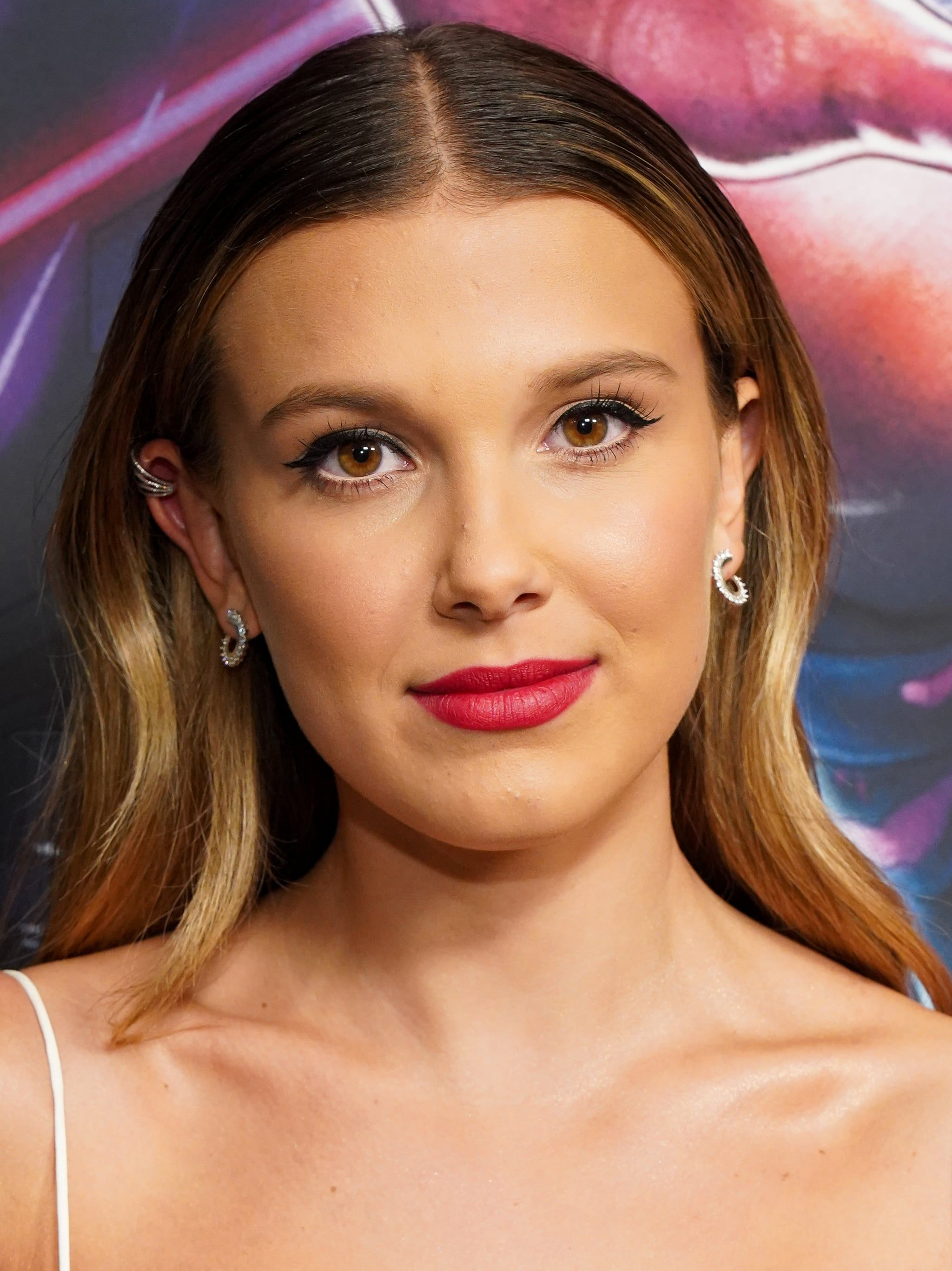 Millie Bobby Brown Used This Age Old Makeup Hack To Make Her Eyes Look Bigger And Brighter Millie Bobby Brown Old Makeup Bobby Brown Stranger Things