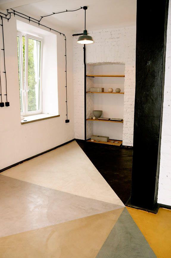 Podłoga betonowa, klatka schodowa loftu