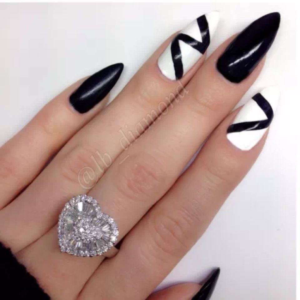 I don\'t usually like this nail shape but these are pretty awesome ...