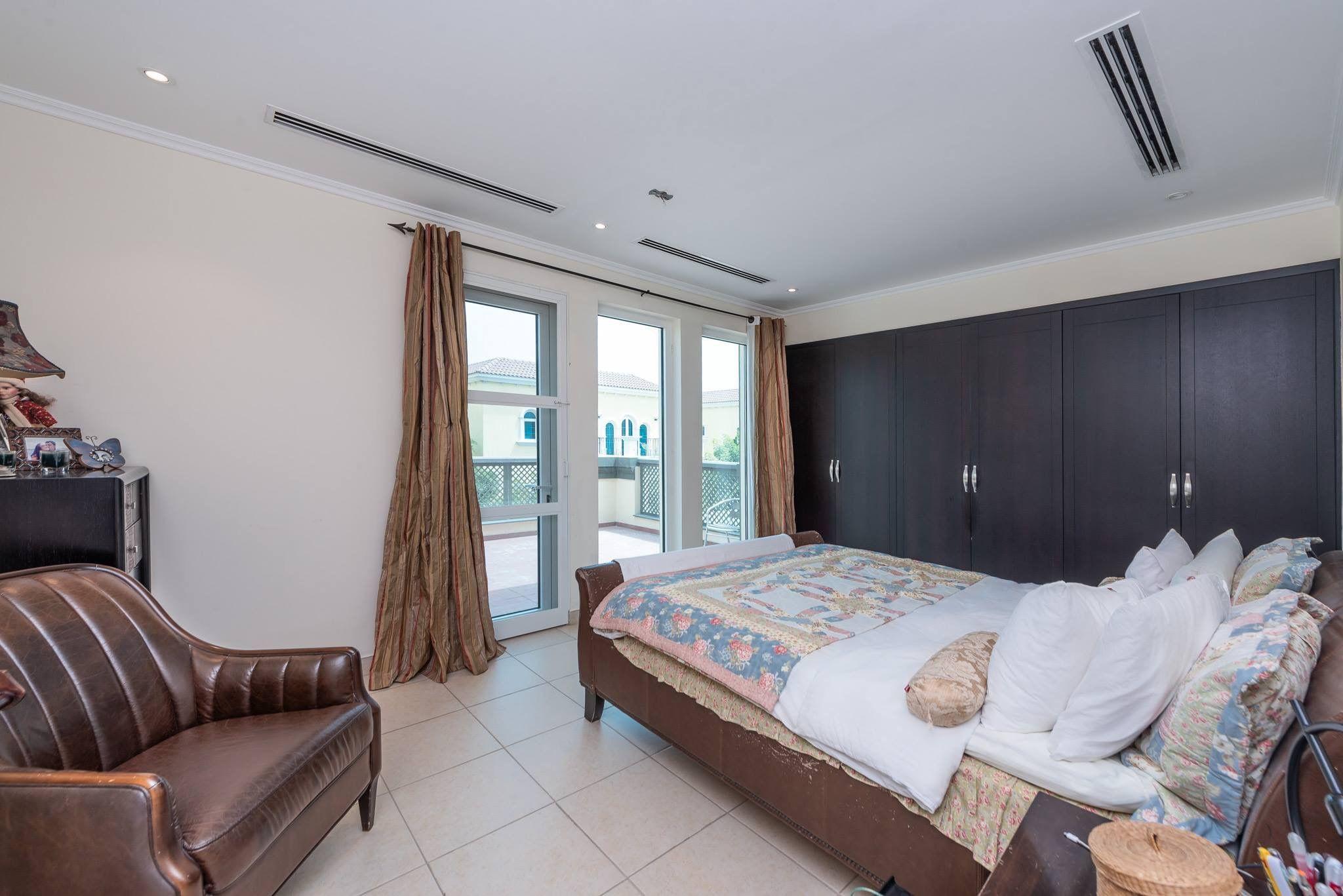 Jumeirah Park villa for sale Home, Family room, Room