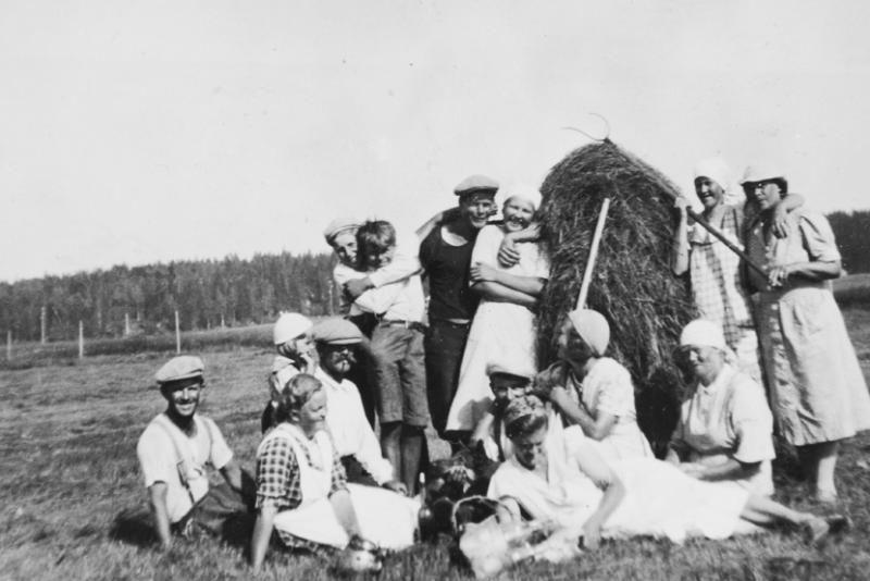 Tauko heinätöistä Pihtiputaalla 1940.