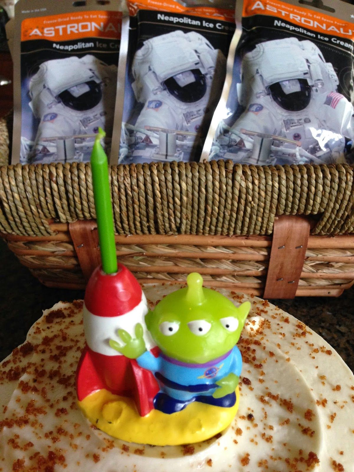 Recipe for Yum: * DIY: Create an Astronaut Photo Booth for Birthday Parties #Astronaut #BirthdayParty