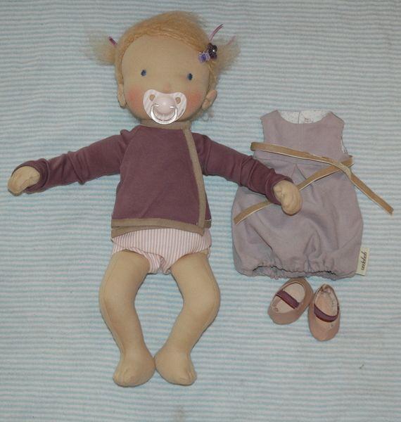 Stoffpuppe *Carly* 40 cm mit Magnetschnuller von yayapan - für kleine Wunder. auf DaWanda.com #dollhats