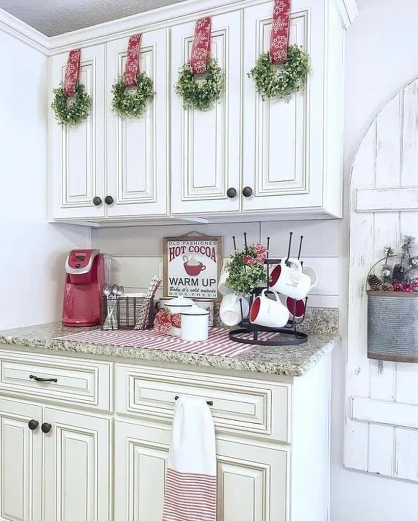 59 Inspiring Rustic Christmas Kitchen Decoration Ideas You Will Totally Love Christmas Kitchen Decor Christmas Kitchen Decor