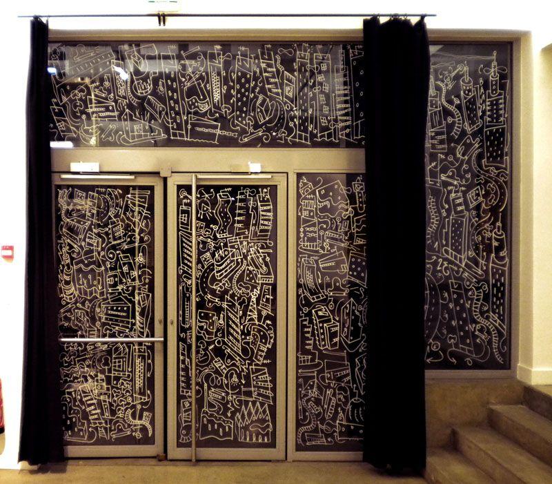 philippe doro dessin sur vitre au feutre posca cole d 39 architecture de paris la villette. Black Bedroom Furniture Sets. Home Design Ideas