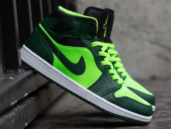 79f9d95e260 Air Jordan 1 Mid | Street Sneakers | Air jordans, Jordans, Jordan 1 mid