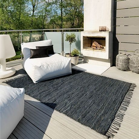 chemin e d 39 ext rieur pour une terrasse confortable et chaleureuse canap design chemin e et pouf. Black Bedroom Furniture Sets. Home Design Ideas