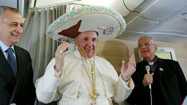 El Papa se reúne con YouTubers famosos para discutir sus videos https://t.co/UixiQUvOy7 https://t.co/H9MC16VC1R