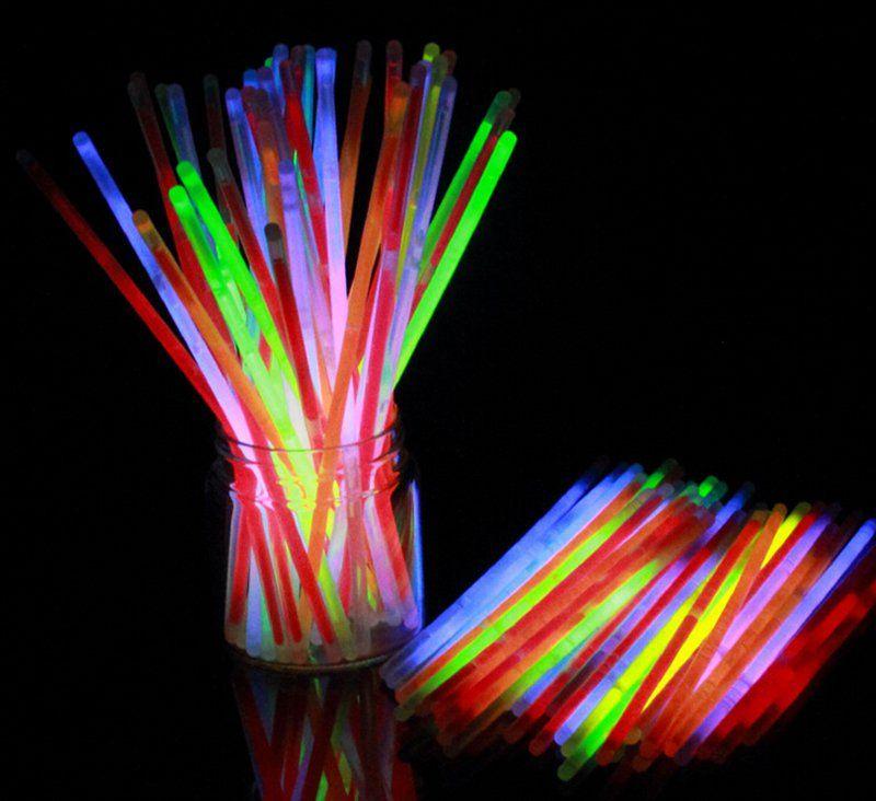 20 Trucos Que Harán Que Tu Fiesta Sea única E Inolvidable A Tus Invitados Les Encantarán Trucos Para Fiesta Fiesta Con Artículos De Cotillón Fluorescentes Decoración Neon
