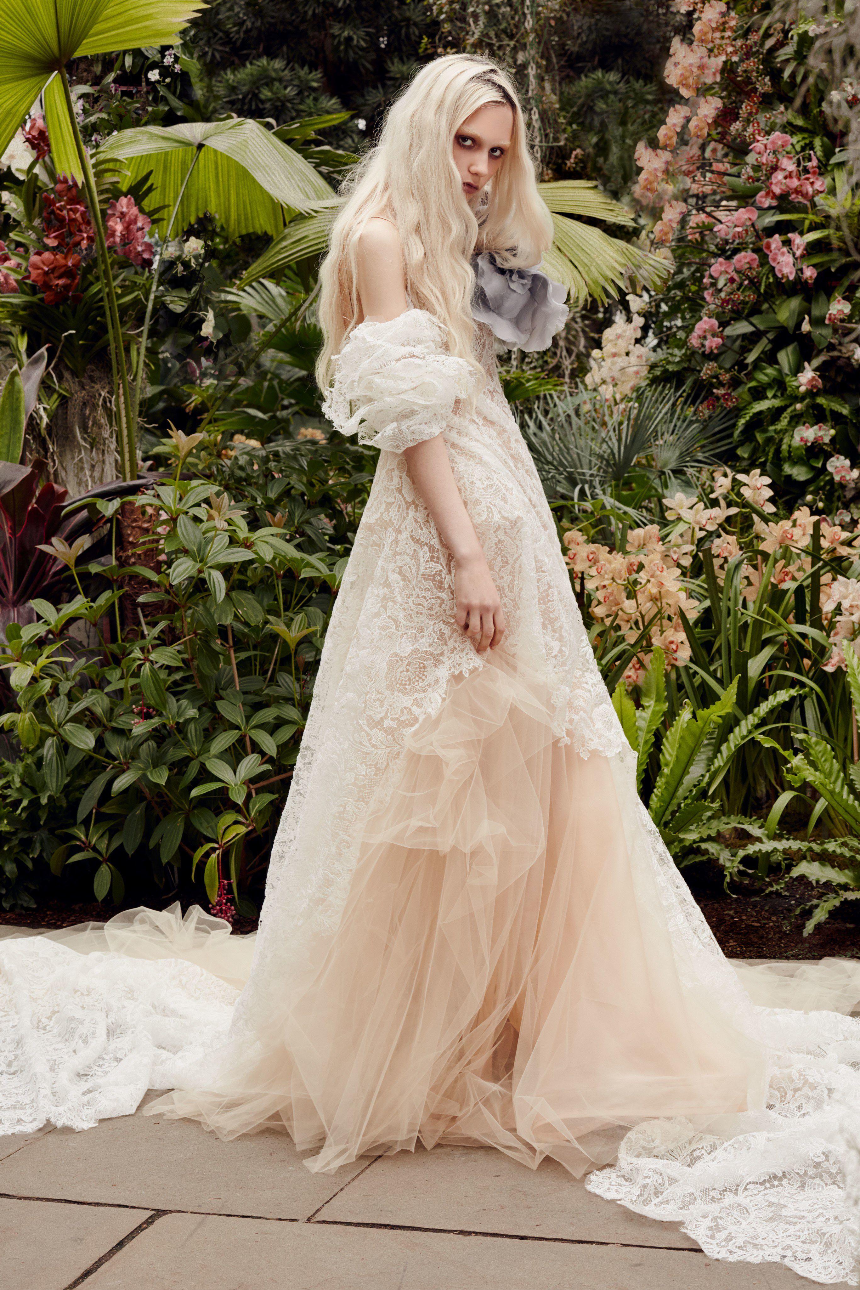 Vera Wang Bridal Spring 2020 Fashion Show Collection See The Complete Vera Wang Bridal Spring Wedding Dress Trends Vera Wang Bridal Wedding Dresses Vera Wang