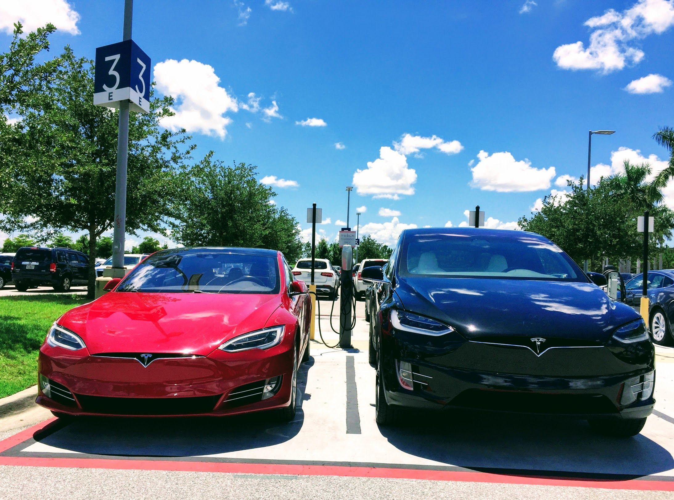 Tesla Model S Still 1 Large Luxury Car In Usa Luxurycars Luxury Cars Tesla Model Tesla Model S