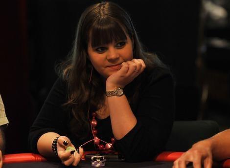 Joukossa Joukko Miehi Huddled Noin Pokeripydss Crown Casino Istuu 20 Vuotias Norja Nainen Nimelt Annette Obrestad 3494836
