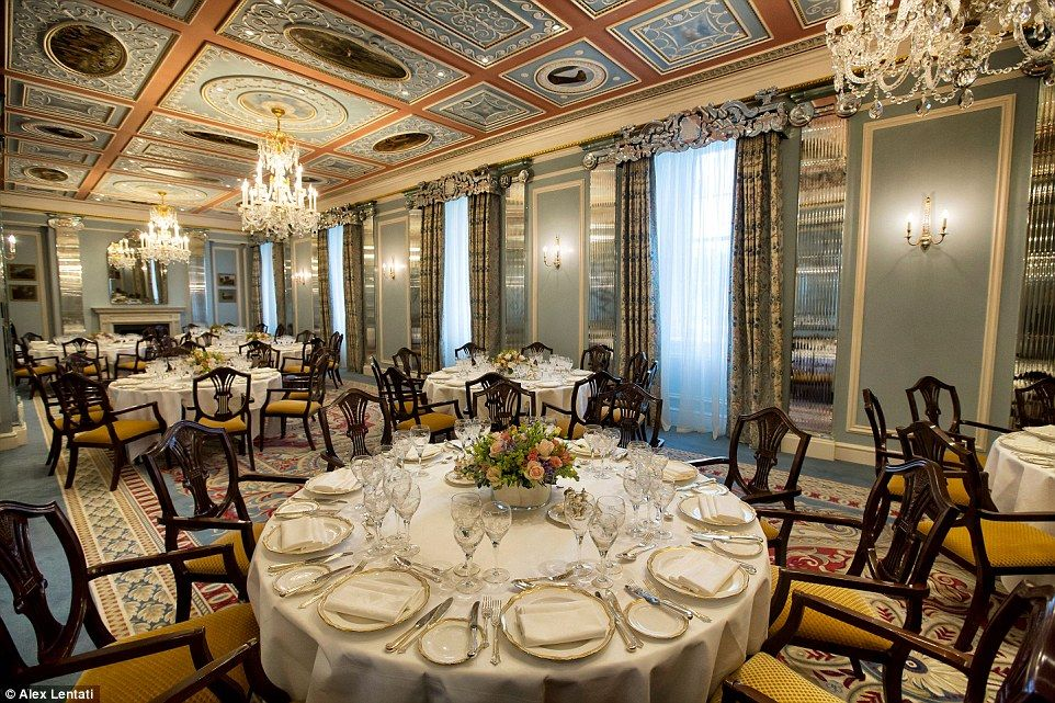 A World Of Wealth And Wonder The Lanesborough Ranks As Britain S Most Expensive Hotel Decor More Than Lives Up To This