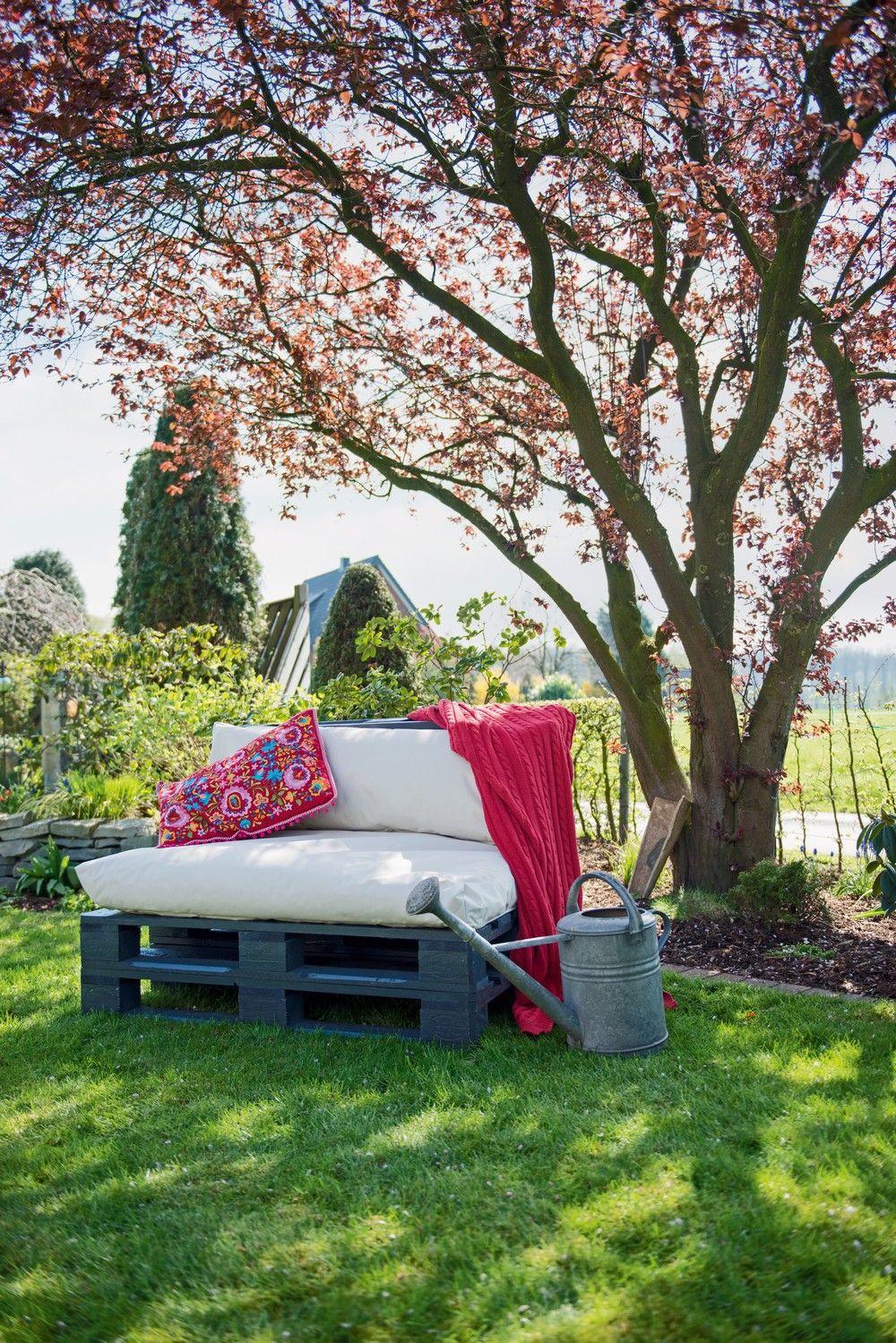 Genial einfach: kreative Gartenmöbel aus Paletten bauen --> http ...