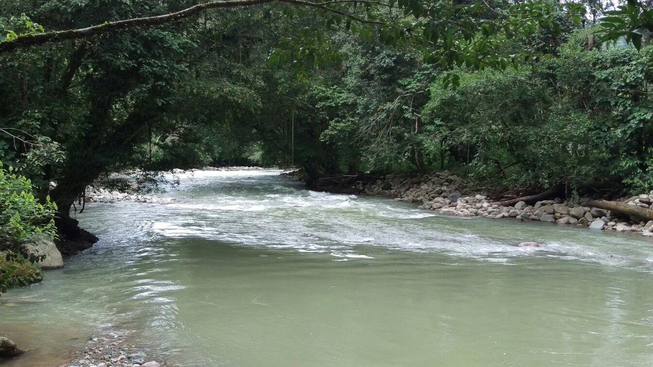 Rio entre piedras Caliyaco Colombia