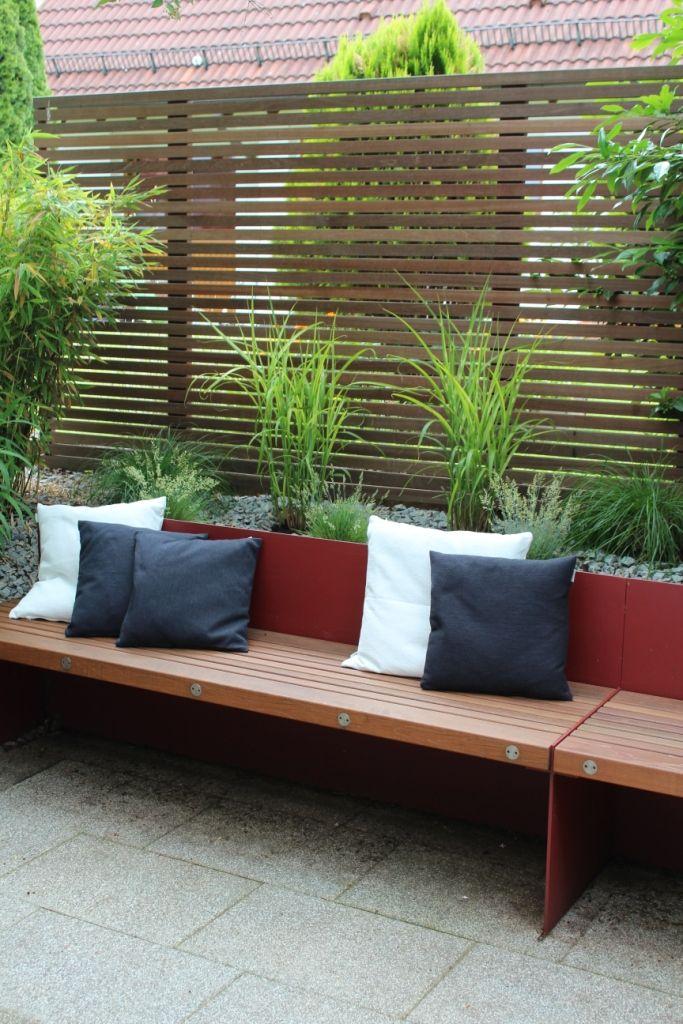 I like the grasses/ bamboos behind the benches Ideoita kotiin - sichtschutzzaun aus kunststoff gute alternative holzzaun