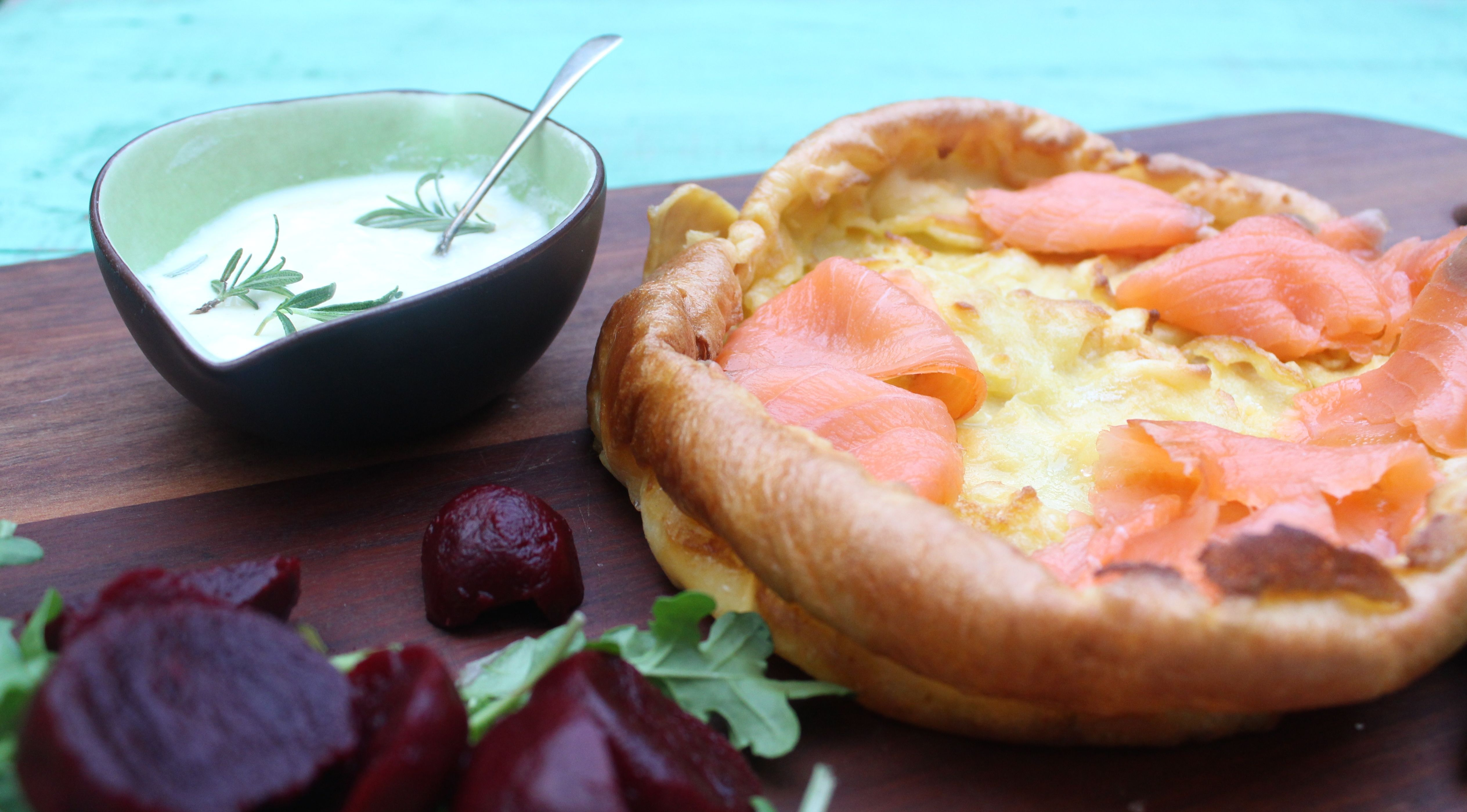 jamie oliver s smoked salmon and yorkshire pudding pinterest pudding lachs und fleisch. Black Bedroom Furniture Sets. Home Design Ideas