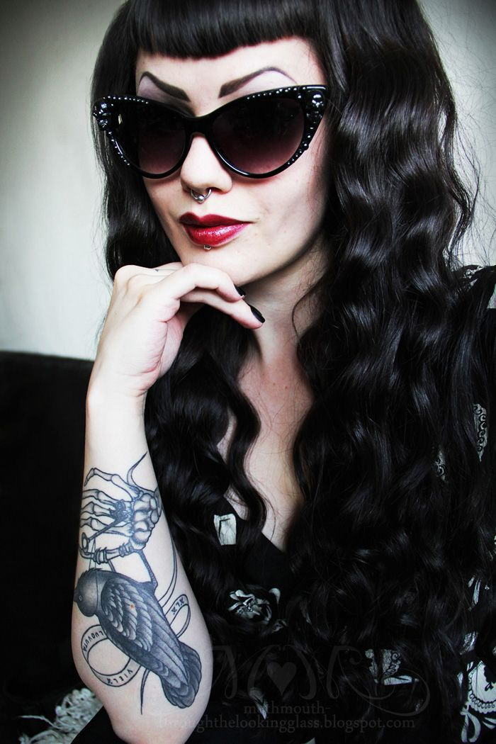 """Résultat de recherche d'images pour """"goth pin up haircut"""