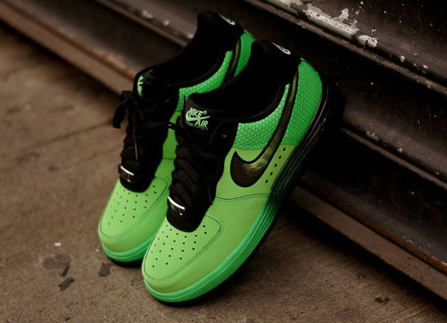 240595295ec4 Kobe Bryant x Nike Lunar Force 1 Low X Ray... I would actually want a pair  of those for myself  -)