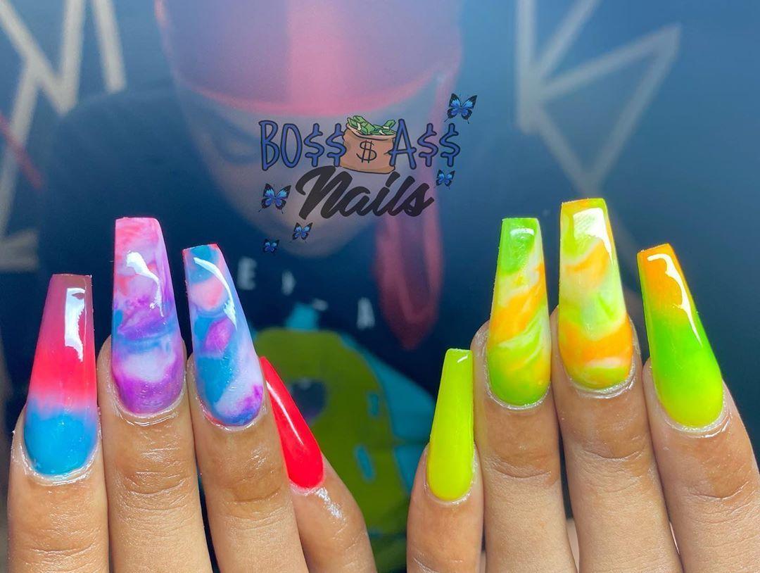 Pick your poison 💚💜 • • • #nailartist #nails #jaxnails #FLnailtech #acrylicnails #coloracrylic #duvalnails #duvalnailtech #nailsofinstagram #showyourclawssss #nailtrends #lashtagspa