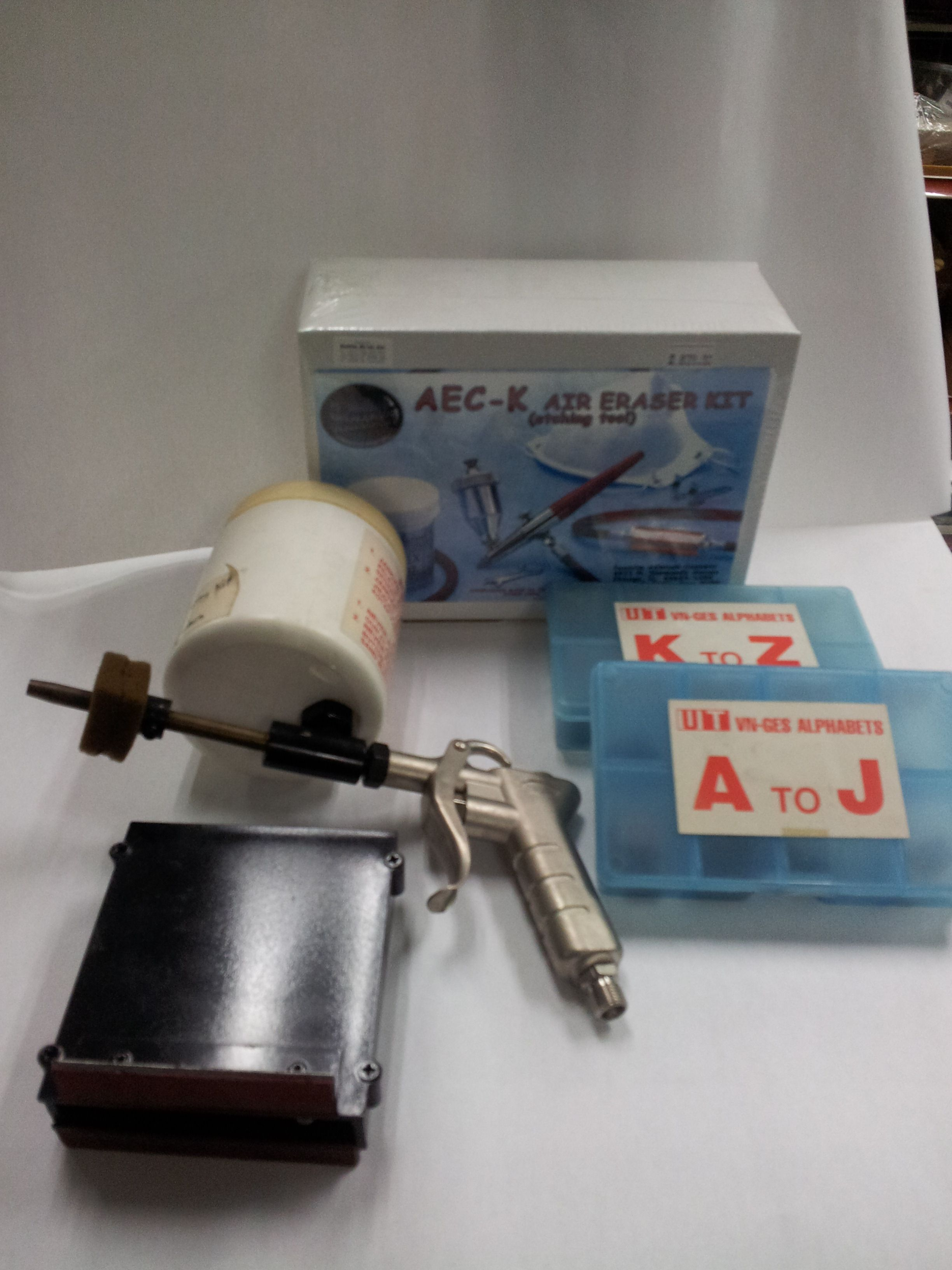 Sand blaster kit for glass, metal, wood, plastic and stone