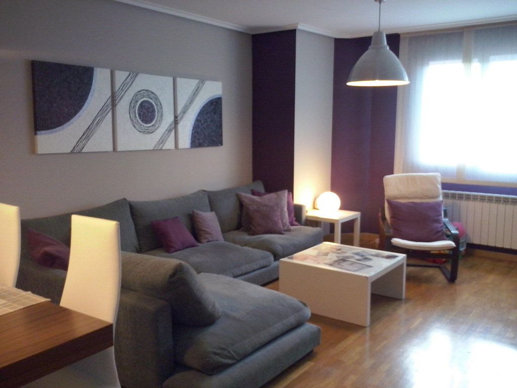 Ideas para decorar las paredes en morado living rooms for Decorar paredes living