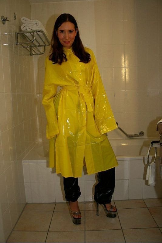 probetragen im badezimmer plastic raincoats pinterest raincoat rain wear and pvc raincoat. Black Bedroom Furniture Sets. Home Design Ideas