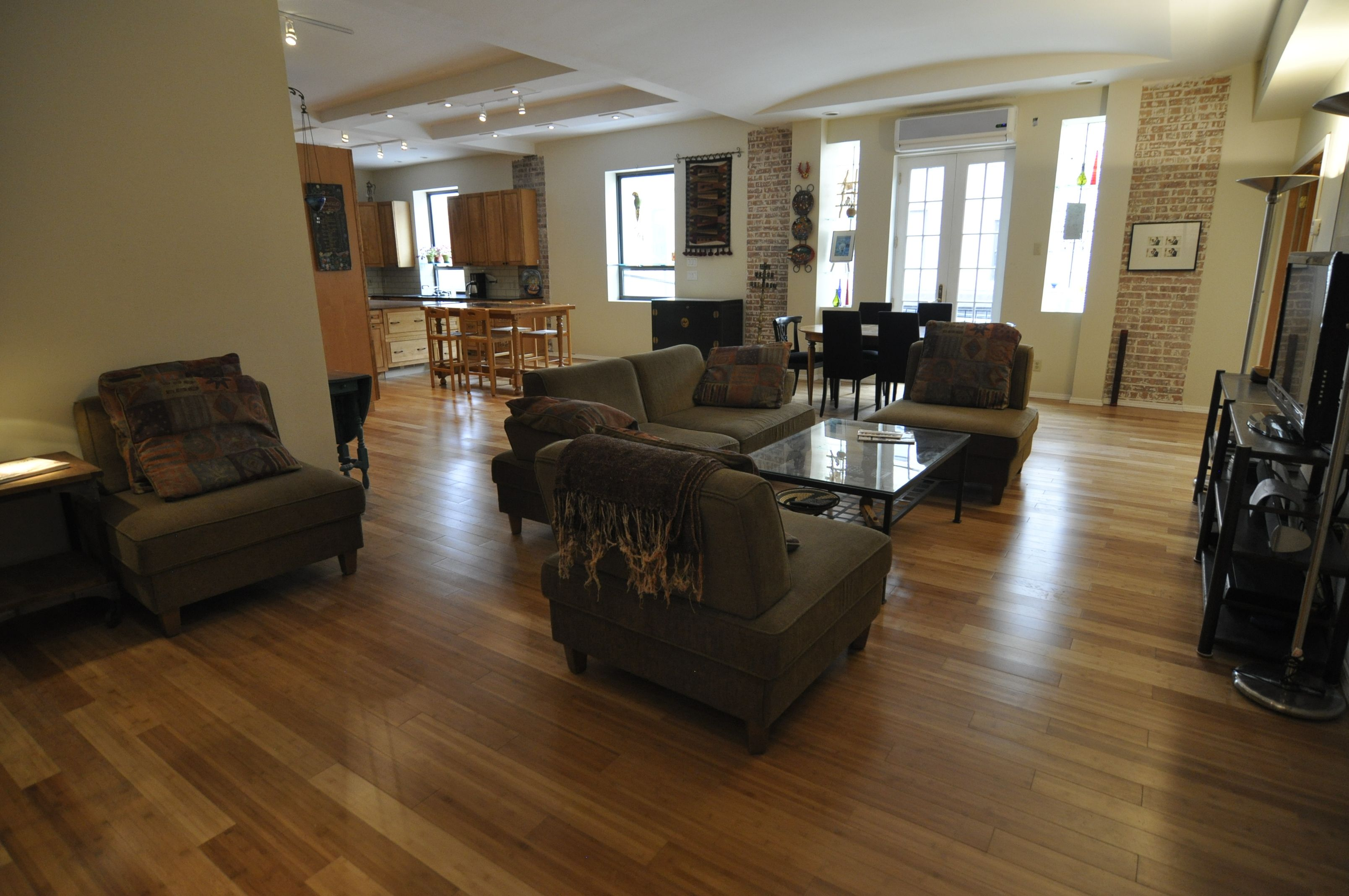 Bright and airy fabulous & funky 2.5 bedroom 2 bath