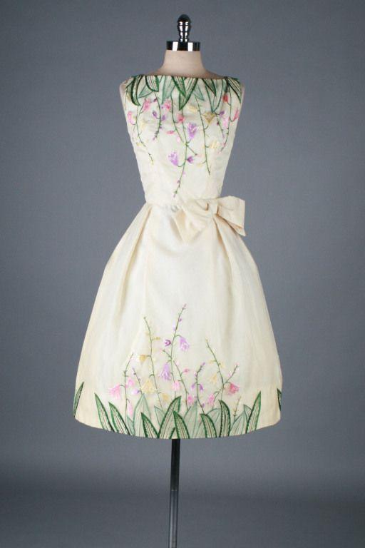 1950's Cocktail Dress | minimalistischer Schnitt lässt Stoff zur Geltung kommen