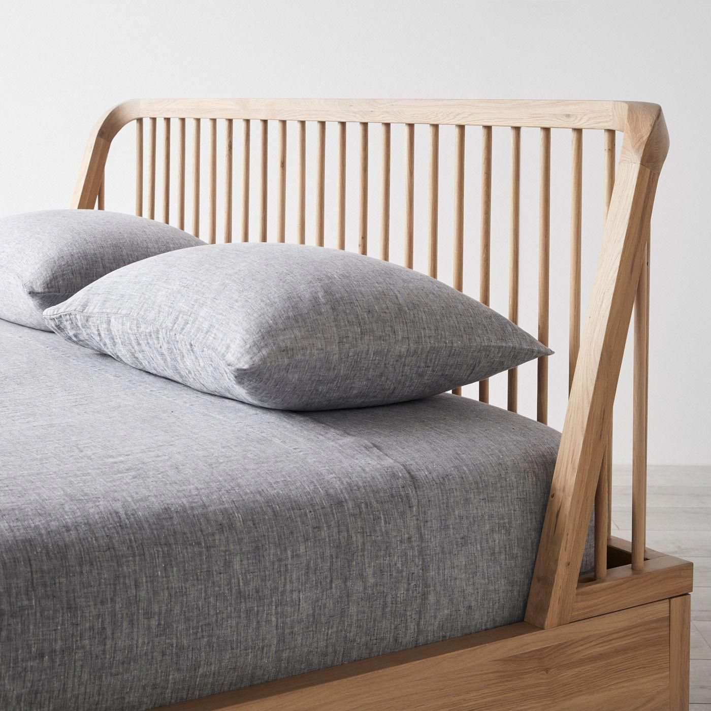 Spindle Oak Bed King Bed Boysbedroom King Oak Sofabeddiy Spindle Woodenbeddiy In 2020 Oak Beds Walnut Bed Minimalist Bed