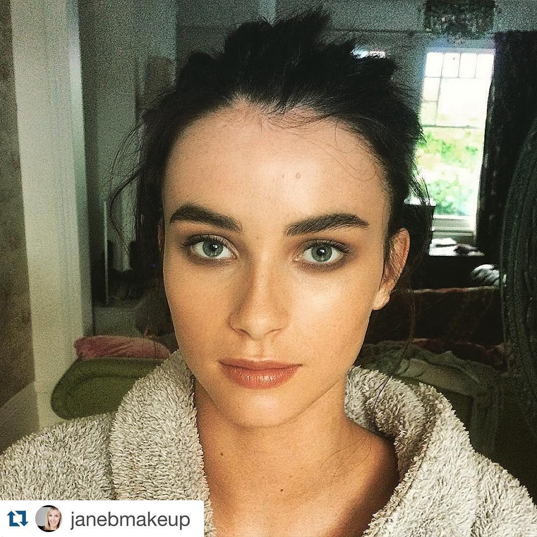 """#Repost @janebmakeup with @repostapp. ・・・ Shoot day for @featherandbone_uk @alexpriceglam @noirluxe @lucygascoyne #makeup #messybun #makeupartist"""