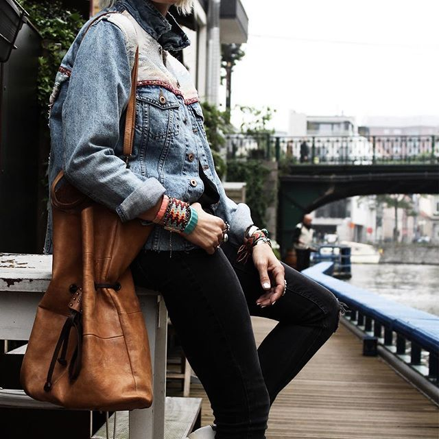 En ce moment sur le blog   Nouvelle veste,nouveau sac, nouvelles baskets  Bon après-midi les chatons  . Now on blog  New jacket, bag and sneakers  Lovely afternoon my sweeties  . Pic @lavienormale  #fashion #blogger #littlebohoblog #ootd #outfit #outfitoftheday #style #look #denim #boho #ethnic #bag #jewelry #streetstyle #blogueuse #mode