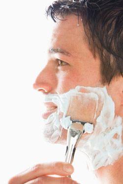 El afeitado produce todos los días una gran agresión en la piel que necesita ser reconstituida