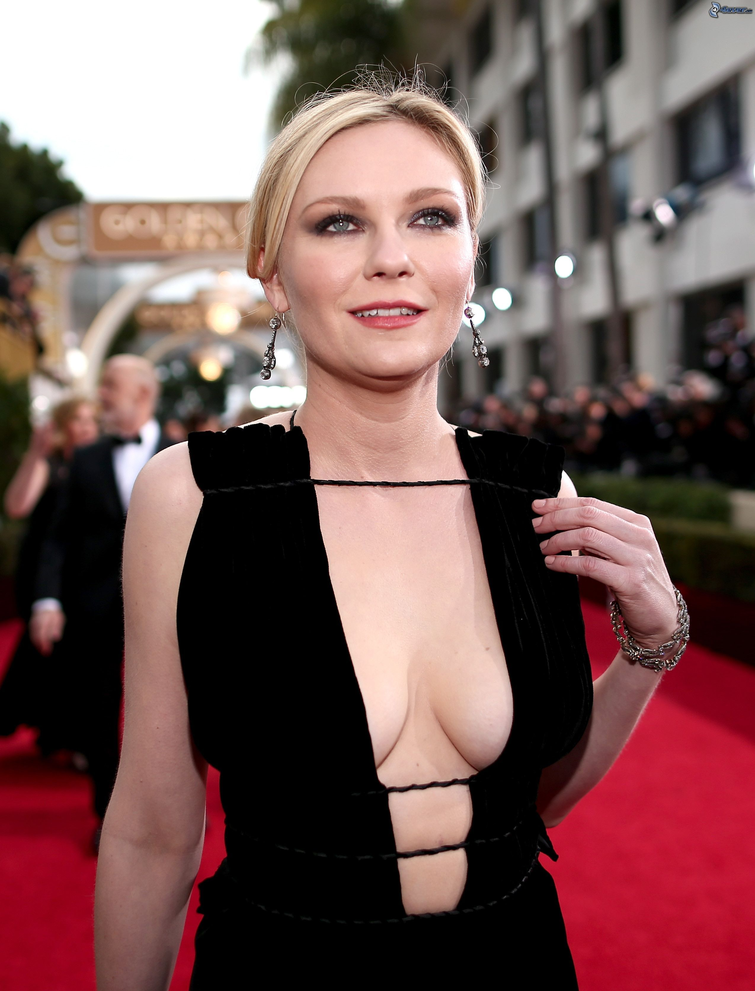 Kirsten dunst old lady tits new photo