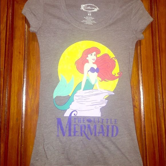 """Disney's The Little Mermaid Gray T-shirt Xs xSmall Disney's The Little Mermaid Gray T-shirt Sz X Small Great For Theme Parties Vintage   Super cute graphic tee by Disney. It is in good preowned condition. It has a """"vintage"""" weathered look, but has not been worn much.  I'm very motivated to sell, so make an offer:-) Check out my other items! Disney Tops Tees - Short Sleeve"""