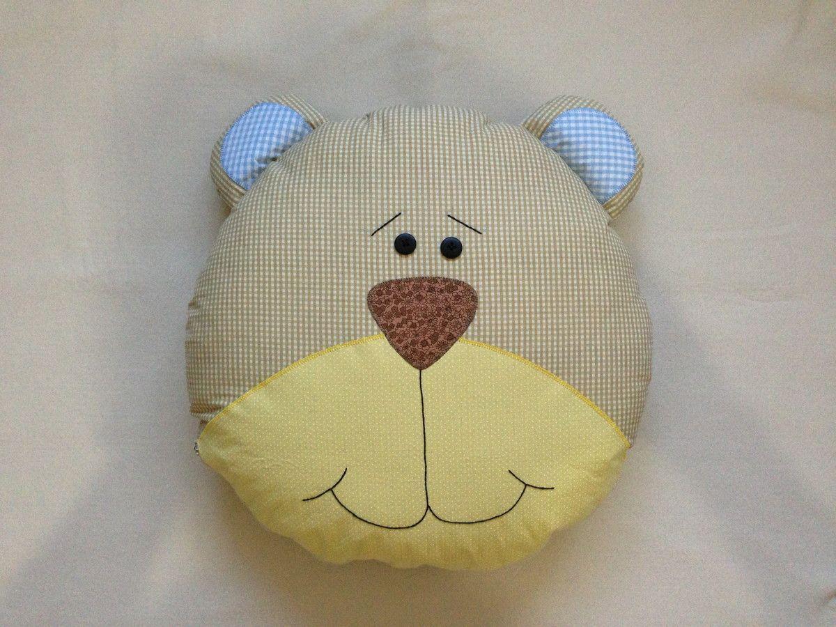 Almofada Infantil Ursinho <br>Feita com tecido 100% algodão. <br>Fechamento com zíper, forro de algodão e enchimento em algodão siliconado.