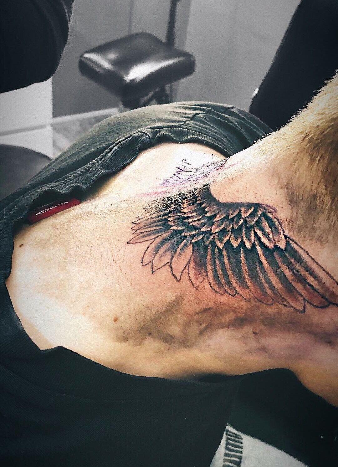 Pin De Beauty123 Em Tatoo Tatuagem Asas Tatuagem Masculina