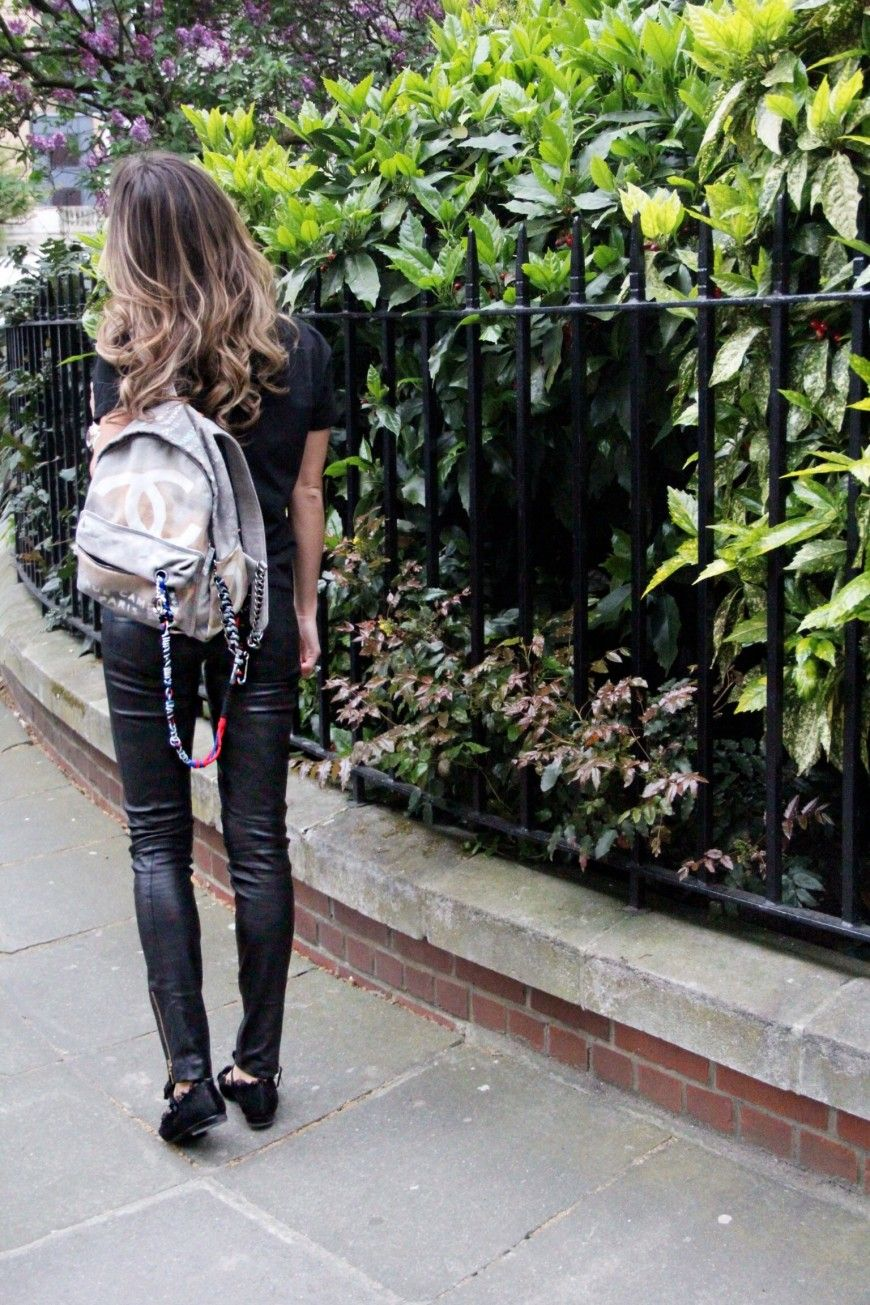 Chanel canvass backpack & black skinnies. London. #sinbymannei