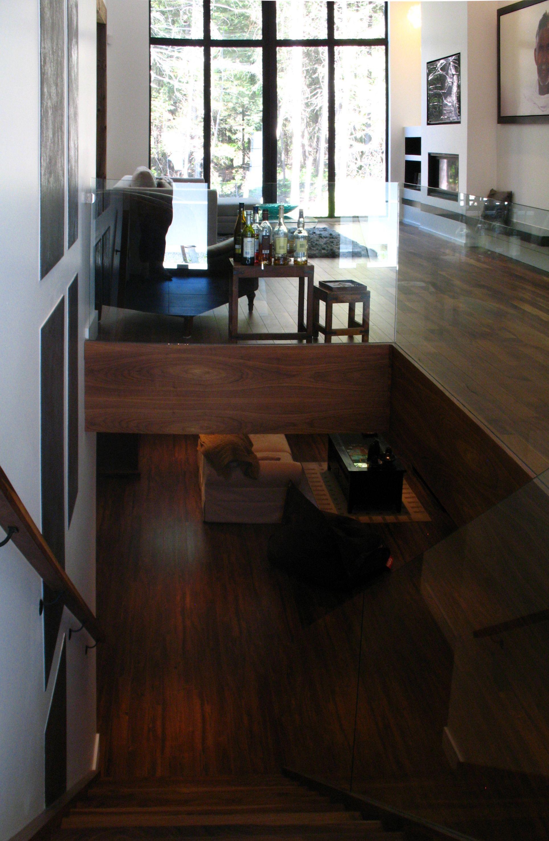 Salon - Entrée Conception mur du foyer + Entrée + Escalier vers le ...