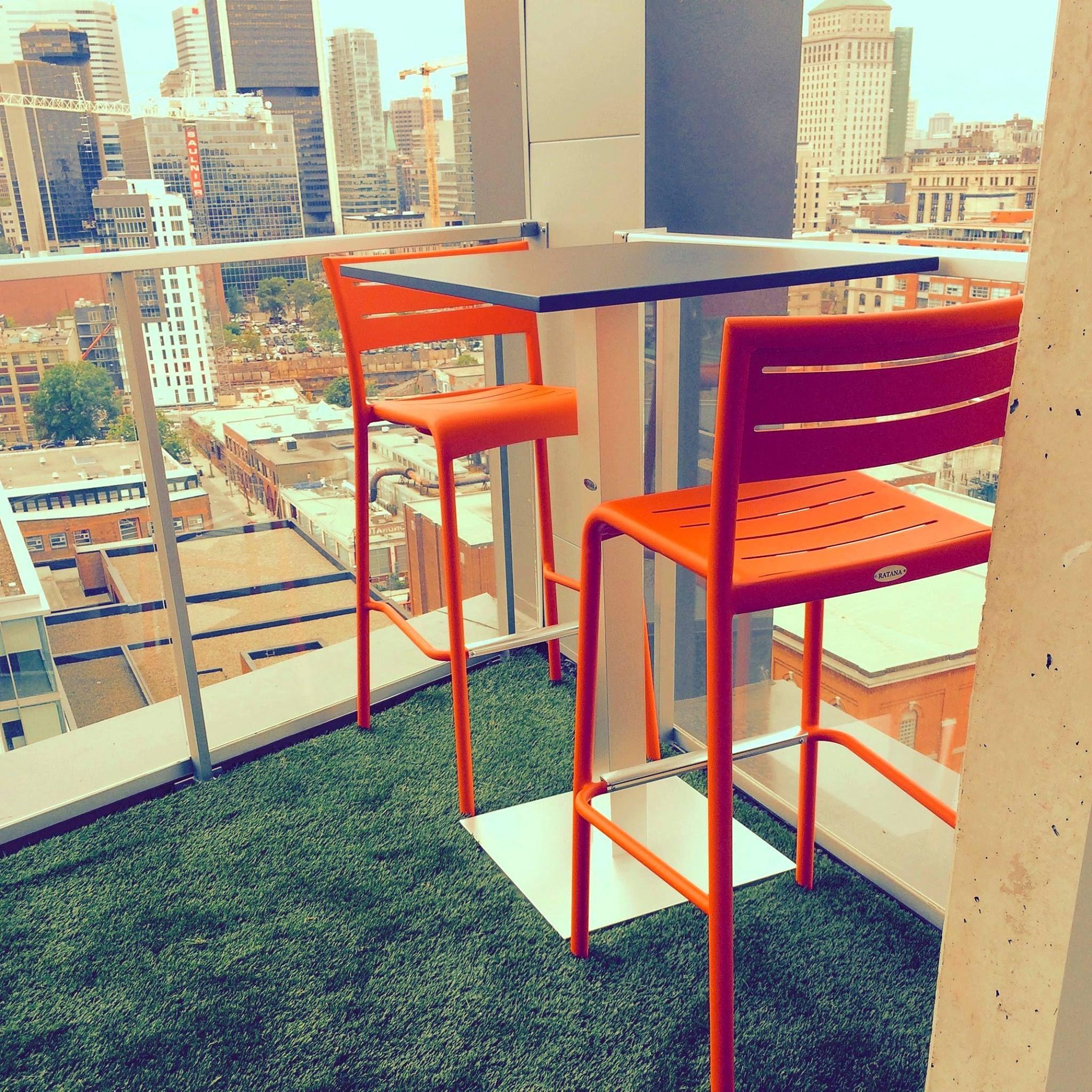 Table hauteur bar de Ratana | Le Balconier | Manger au balcon ...