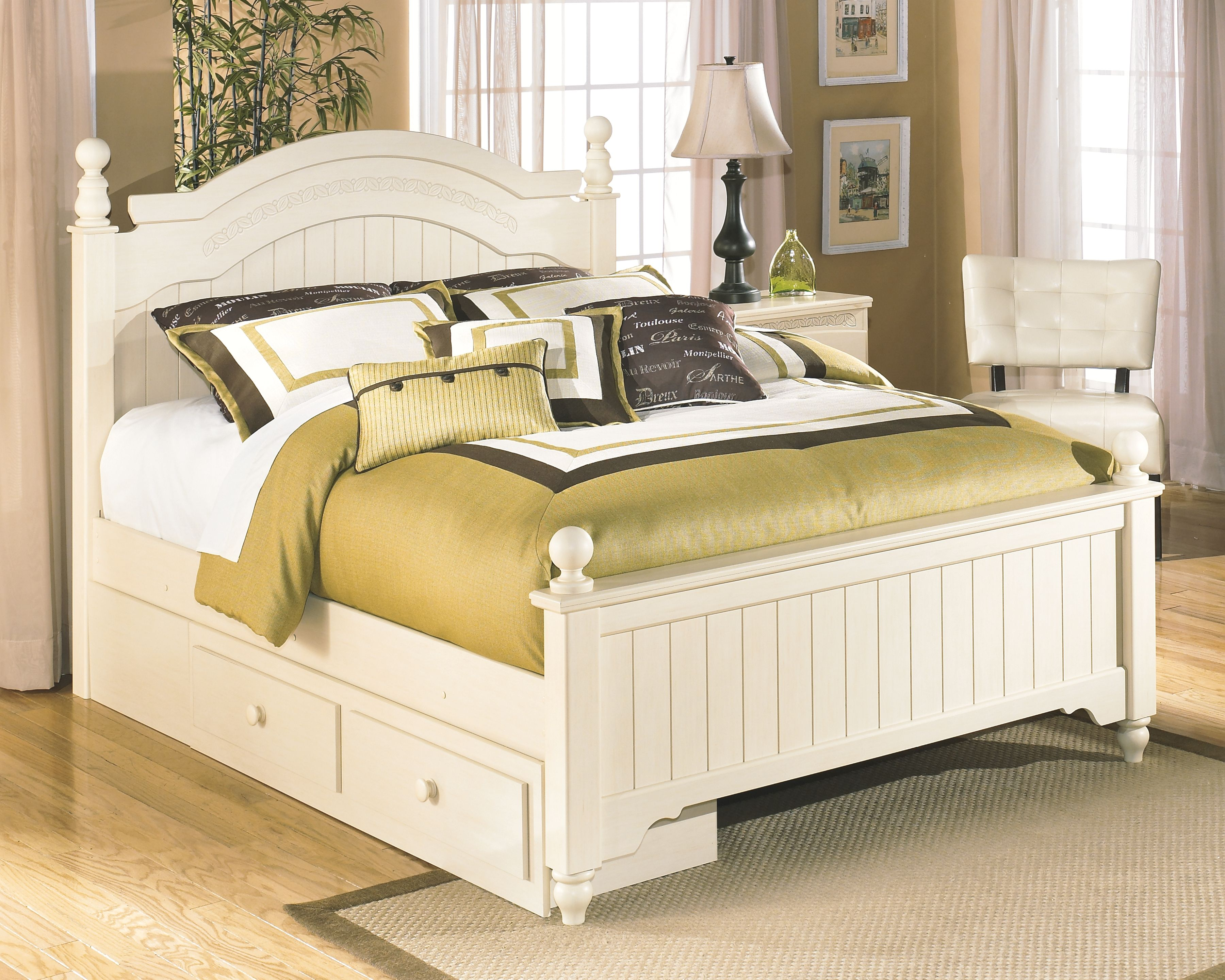 Cottage Retreat Queen Poster Bed With Storage Cream