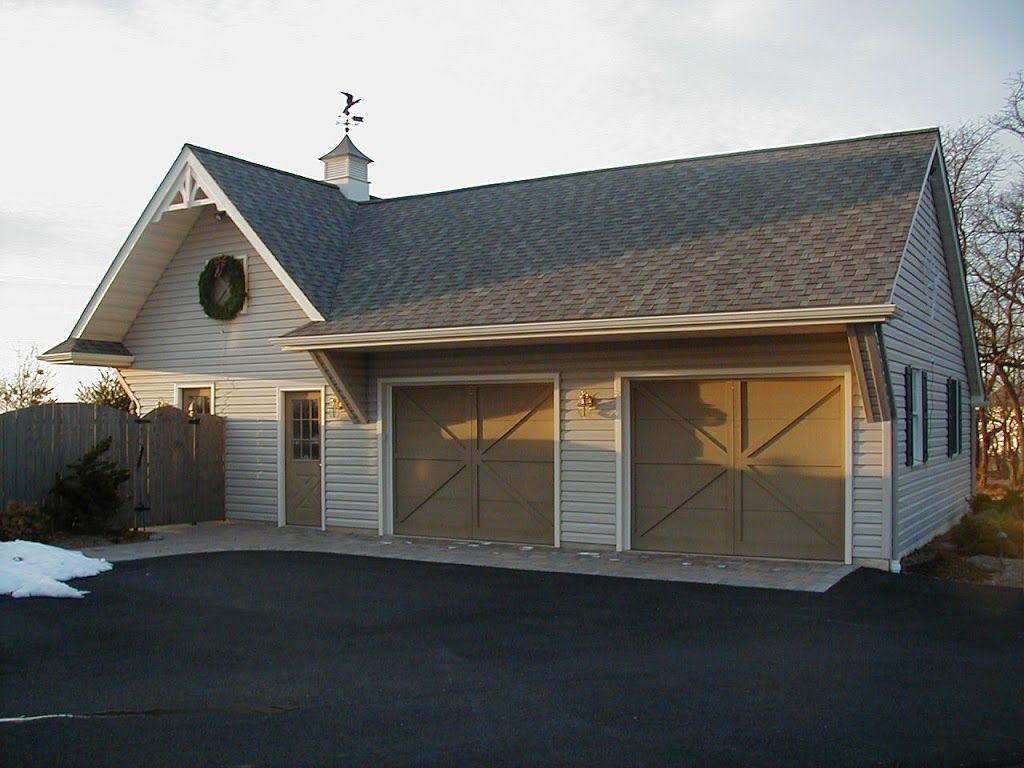 Combo Garage Pool House With Full Kitchen And Powder Room Changing Area Pool House Shop House Plans Garage Exterior