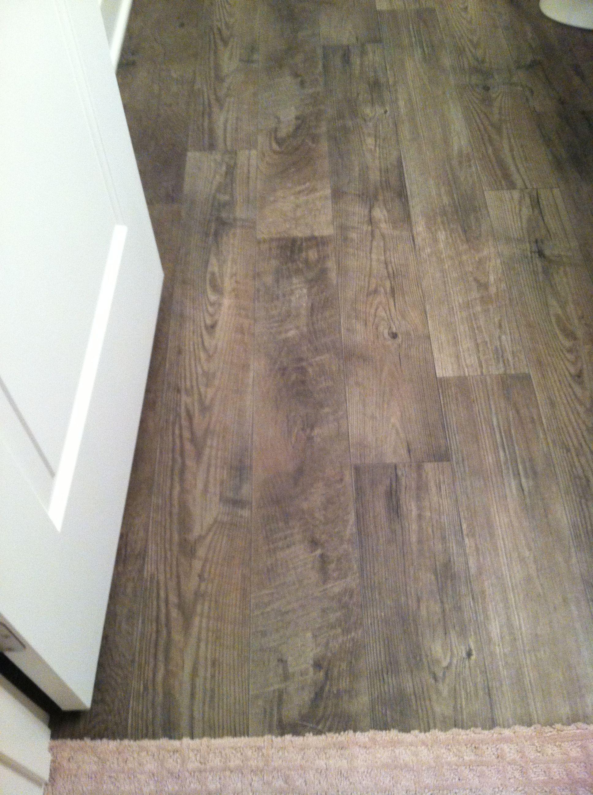 Linoleum That Looks Like Ashy Barnwood Need To Find This Wood Look Linoleum House Flooring Flooring Trends