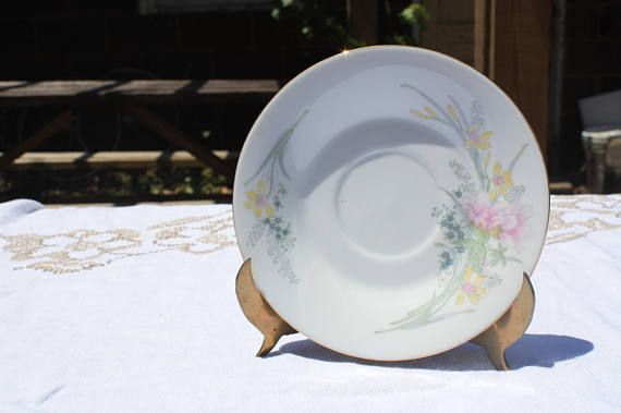 Vintage Jamestown China Floral Dinnerware 19 piece Set for 4 people Set includes 4 dinner plate - 0 ½ inches in diameter 4 salad/dessert plates - 8 inches ... & Vintage Jamestown China Floral Dinnerware 19 piece Set for 4 people ...